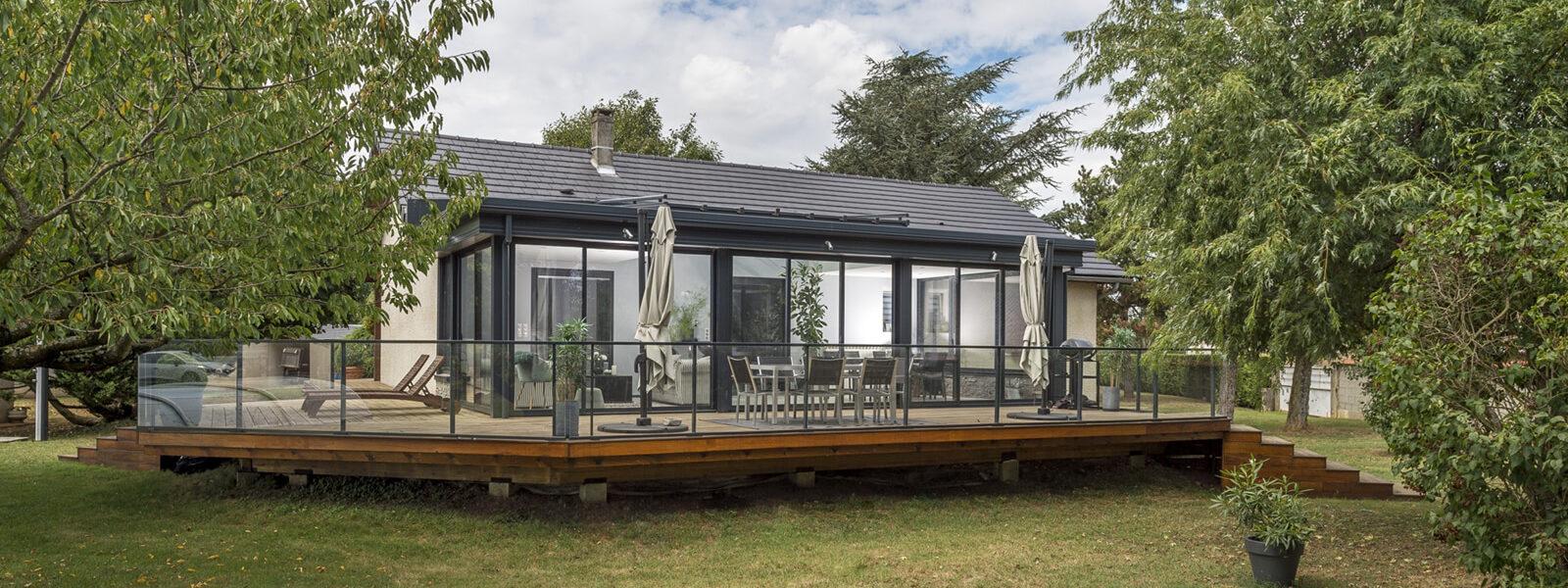une maison bioclimatique en pleine nature