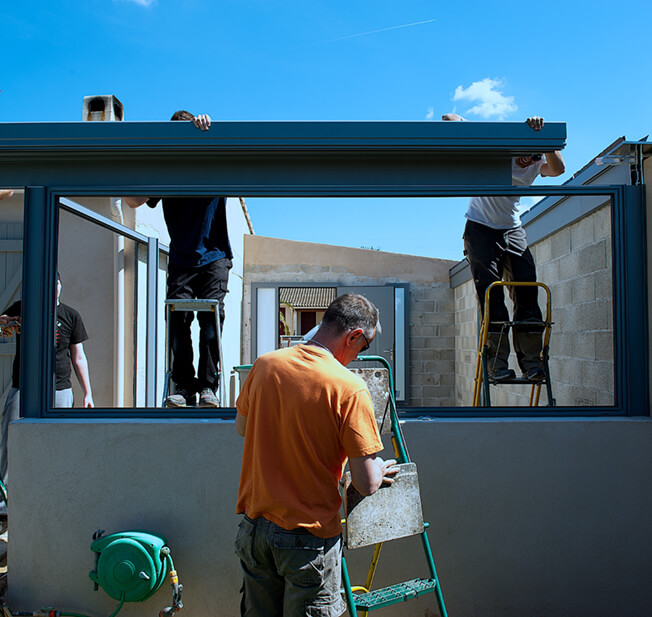 transformation d'une terrasse en véranda par des artisans menuisiers